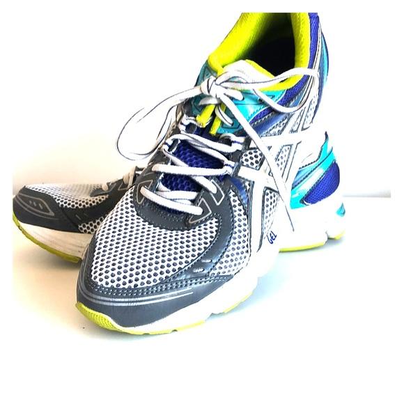 le dernier 676cd df94a FINAL DROP! ASICS gel cushion running sneakers 9M